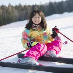 スキーで転んだ女の子