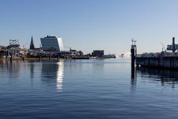 Löschboot im Hafen von Kiel