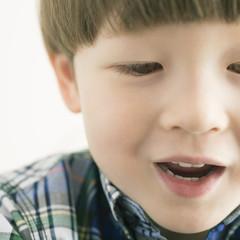 微笑むハーフの男の子
