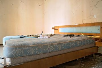 Urbex Casa horror dimenticata camera da letto