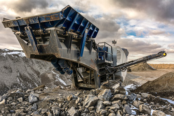 Stone processing and extraction plant to transform into gravel