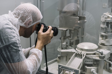 Scientifically using the camera photographed in the lab