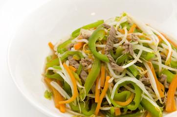 野菜と細切り豚肉の炒め物
