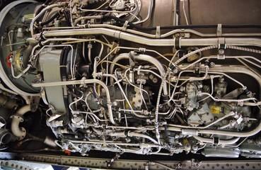 航空機のエンジンの配管