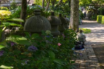 大阪池田・絵を描く人のいる久安寺の風景