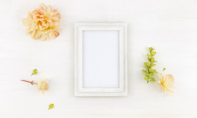 Flatlay wooden frame mockup with flowers