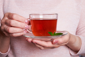 Foto op Canvas Thee hot black tea with lemon and mint fragrant fresh glass glass still life hand glass