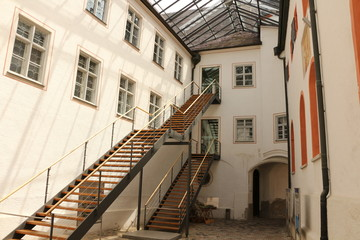 Überdachter Innenhof von Kloster Andechs in Oberbayern