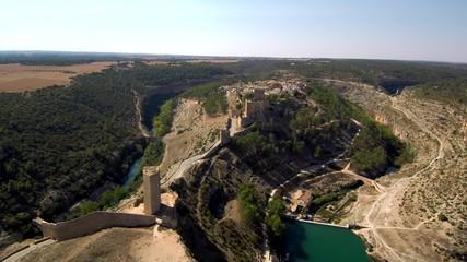 Drone en Alarcon, pueblo de Cuenca, España