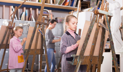 Teens paint in art studio