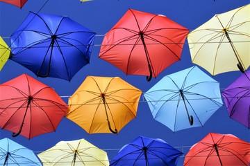 фон из разноцветных зонтиков