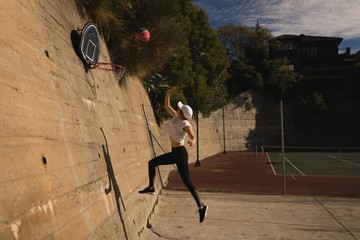 Woman playing basketball in the basketball court