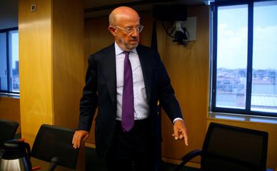 Former chairman of Banco Popular Emilio Saracho gestures in parliament in Madrid