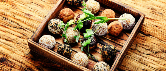 Foto op Canvas Snoepjes Vegan chocolate truffles