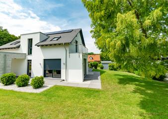 Schöner Wohnen, Einfamilienhaus im Grünen