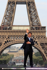 "Cast member Tom Cruise poses in front the Eiffel Tower during the world premiere of the film ""Mission: Impossible - Fallout"" in Paris"