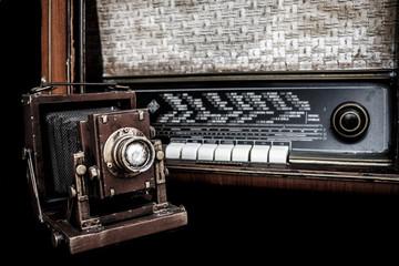 Cámara y radio antigua