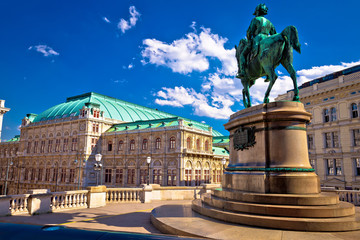 Fototapeten Wien Vienna state Opera house square and architecture view