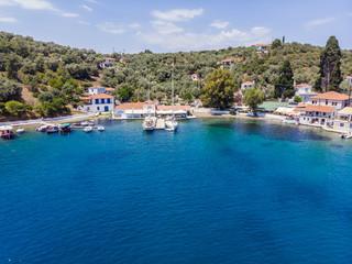 Luftaufnahme, Bucht von Paleo Trikiri, Insel Pangias Trikeri, Trikeri-Milina, Region Volos, Meerenge von Trikiri, Halbinsel Pilion, Pagaitischer Golf, Griechenland