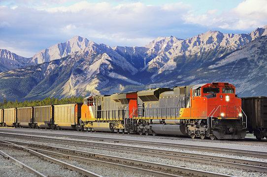 Freight train arrives to Jasoer.