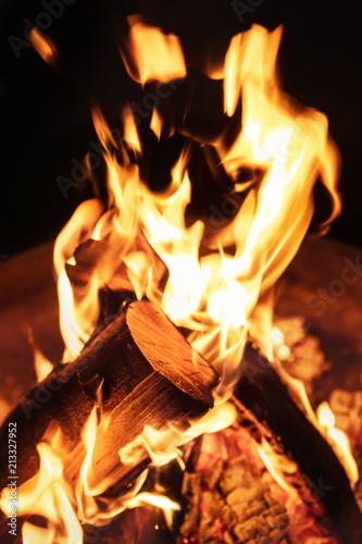 Nahaufnahme Von Einem Lagerfeuer Flammen Feuer Und Holz In Einer