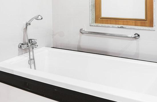 shower head and faucet bathtub