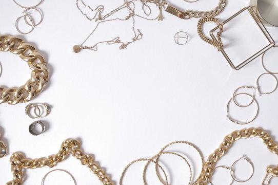 fond bijoux or