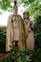 トロピカルファーム創立者の像