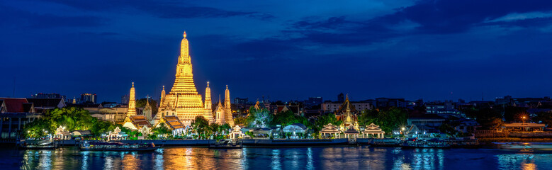 Photo sur Plexiglas Bangkok Wide panorama of Wat Arun temple, Bangkok, Thailand