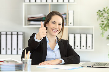 Proud office worker posing with thumbs up