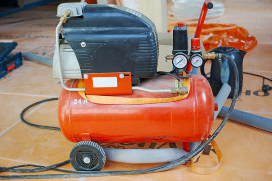Working mobile air compressor
