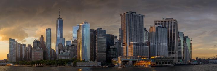 Panorama view of  NYC Lower Manhattan skyline in New York Harbor Fototapete