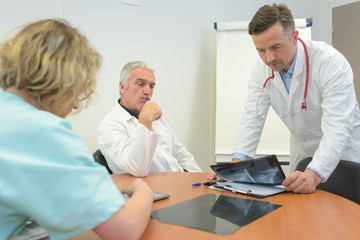 doctors collaboration in office