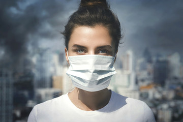 Woman wearing face mask because of air pollution in the city Fotobehang