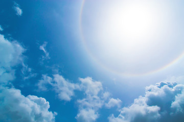 The sun in the day spread light around the circle beautifully