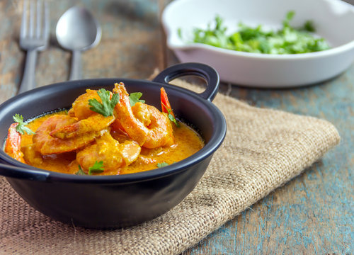 Indian Style Creamy Shrimp Curry