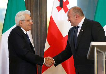 Georgian President Margvelashvili and his Italian counterpart Mattarella shake hands after a news conference in Tbilisi