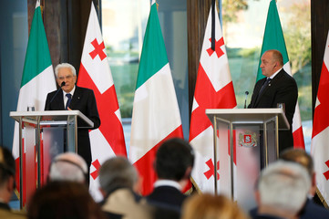 Georgian President Margvelashvili and his Italian counterpart Mattarella attend a news conference in Tbilisi