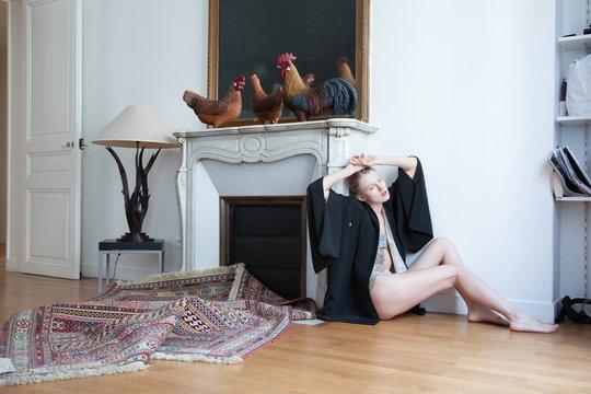 Alice in her apartement