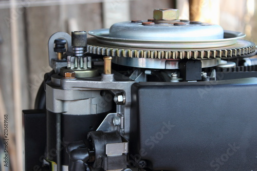 Electric starter motor and flywheel with a toothed crown - engine