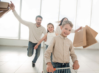 happy family in a hurry to shop