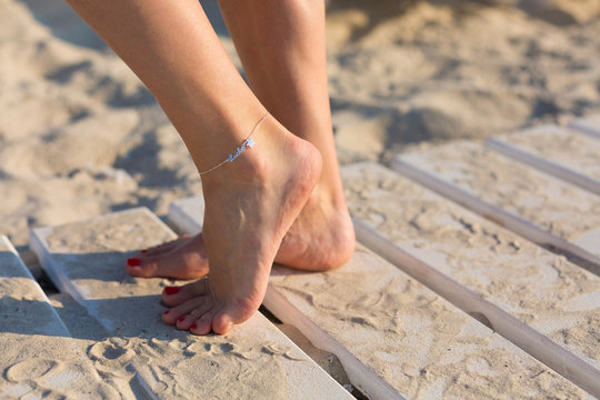 Woman wearing an anklet