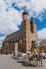 Photo sur Plexiglas Cracovie Krakau – Pferdekutschen vor der Marienkirche