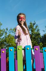 Fototapeta przedszkolak na placu zabaw