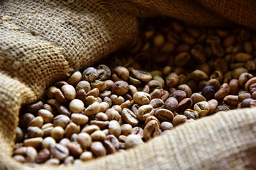 Foto op Canvas koffiebar Unrefined coffee beans in a jute bag