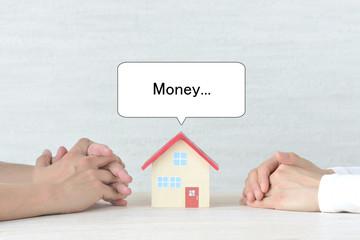 住宅ローンに悩む夫婦