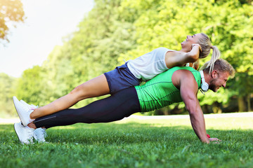 Poster Ecole de Danse Young couple working out in park
