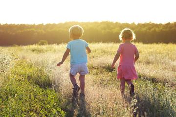 Fototapeta dzieci na polu obraz