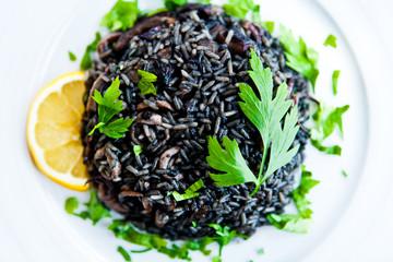 Черный ризотто с морепродуктами / Black risotto with seafood