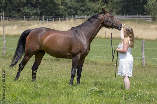 """""""junge reiterin mit pferd"""" stockfotos und lizenzfreie"""